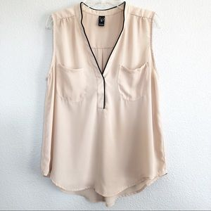 Windsor Beige V-neck Top Sz Medium